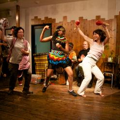 女性にも大人気のドラムカフェの参加型チームビルディング