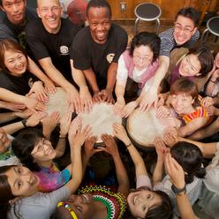 地域の交流コミュニティ作りに役立つドラムカフェの対話型ドラミング