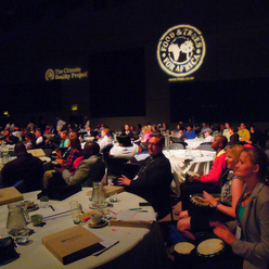 世界中のVIPが集まるアル・ゴア氏のカンファレンスでのドラムカフェの対話型ドラミング