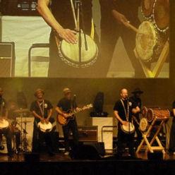 音楽の力を通し言葉の壁、文化、人種の違いを乗り越えるドラムカフェの対話型ドラミング